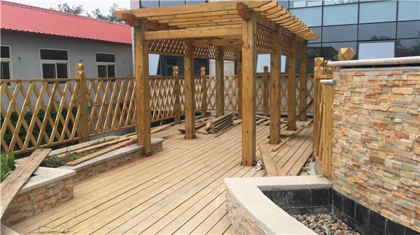 景观施工木廊架安装